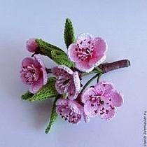 Crochet appliques fleurs et fe Crochet Bouquet, Crochet Puff Flower, Crochet Brooch, Crochet Motifs, Knitted Flowers, Crochet Flower Patterns, Crochet Designs, Crochet Appliques, Crochet Crafts