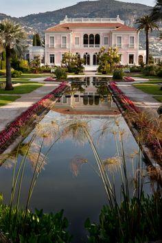 Vue de la Villa et du grand bassin © S. Lloyd
