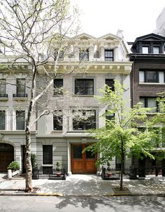 the Mellon House on New Yorks Upper East Side - a little piece of Paris in NY Upper East Side, Beautiful Buildings, Beautiful Homes, Beautiful Dream, Modern Traditional, Modern Classic, Carriage House, City Living, My Dream Home