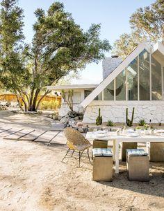 How to Design a Modern Desert A-Frame House Outdoor Dining, Outdoor Spaces, Dining Area, Outdoor Trees, Decoracion Vintage Chic, Sarah Sherman Samuel, V Instagram, Modern Backyard, Backyard Ideas