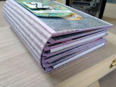 Un album foto scrapbook spune o poveste chiar și înainte de a aduna în el amintiri. Fiecare pagină are în spate ore de muncă și imaginația meșterului. Scrapbook Albums, Card Holder, Youtube, Cards, Map, Playing Cards, Letter Tray, Scrapbooks, Maps