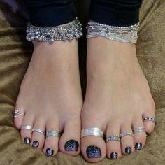 Hot Cute Toes, Pretty Toes, Feet Soles, Women's Feet, Leg Chain, Toe Polish, Toe Designs, Beautiful Toes, Sexy Toes
