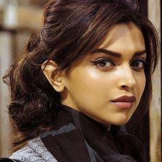 Dps Bollywood Girls, Indian Bollywood, Bollywood Stars, Bollywood Actress, Hindi Actress, Deepika Padukone Dresses, Deepika Ranveer, Deepika Padukone Makeup, Indian Celebrities