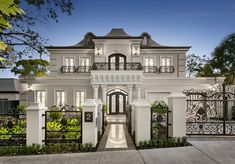 An Opulent French-inspired Masterpiece 2 Gordon Street Deepdene Master craftsmanship and lavish imported finishes combine within this regal six bedroom, … Classic House Exterior, Classic House Design, Dream House Exterior, Dream Home Design, Modern House Design, Luxury Homes Exterior, Style At Home, French Provincial Home, Dream Mansion