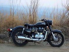 Bored Panda is a leading art, design and photography community for creative people. Enfield Bike, Enfield Motorcycle, Royal Enfield Bullet, Royal Enfield Classic 350cc, Royal Enfield Wallpapers, Royal Enfield Accessories, Royal Enfield Modified, Cafe Racer Bikes, Bored Panda