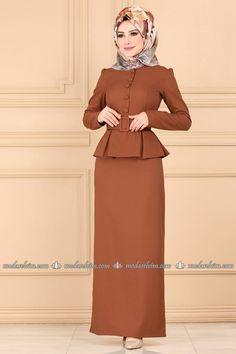 Hijab Istanbul Page 57 - Hijab Fashion Pakistani Fashion Casual, Muslim Fashion, Hijab Fashion, Fashion Dresses, Muslim Dress, Hijab Dress, Peplum Dress, Gown Party Wear, Islamic Clothing