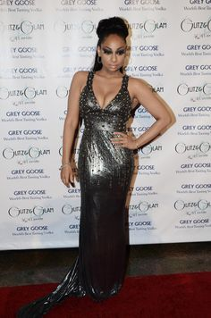 Raven-Symone Photos - Raven-Symone attends Glitz and Glam Gala Presented by Grey Goose Vodka at The Louisville Palace Theater on May 2011 in Louisville, Kentucky. - Glitz and Glam Gala Presented By Grey Goose Vodka Metallic Evening Dresses, Raven Symone, Male To Female Transgender, Short Neck, Glitz And Glam, Skinny Legs, Real Women, Dress Skirt, Looks Great