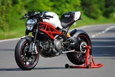 Il Ducatista - Desmo Magazine: Ducati Monster 1100 Evo by WalzWerk-Racing (Marcus Walz). Ducati 1100, Ducati Desmo, Ducati Motorbike, Moto Ducati, Ducati Hypermotard, Triumph Motorcycles, Custom Motorcycles, Street Fighter Motorcycle, Motorcycle Types
