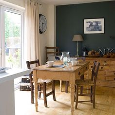 Dining room with dark grey feature wall Grey Feature Wall, Kitchen Feature Wall, Dining Room Paint Colors, Dining Room Walls, Dining Area, Paint Colours, Grey Painted Kitchen, Kitchen Grey, Grey Kitchens