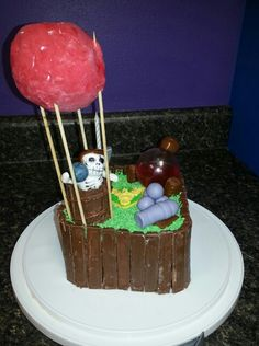 Clash of the clans cake! Like the ideas but bad execution.
