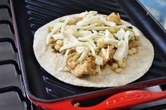 Tostadas de pollo y verduras en la parrilla #LeCreuset. Por Madeleine Cocina