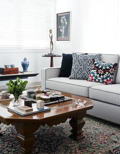 Sofá moderno com estampas incríveis nas almofadas! #great #decor #home #interior #design / Att. EO
