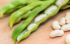 Lima beans are scientifically known as Phaseolus lunatus. Lima beans are legume of Mesoamerican and Andean origin which are cultivated for edible seeds. Vegetables Names With Pictures, Cooking Lima Beans, Lima Bean Recipes, Potassium Rich Foods, Banana Flower, Butter Beans, Can Dogs Eat, Pregnant Diet, Dog Eating