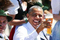 Prost! Sichtlich Spaß hatte US-Präsident Barack Obama zum Auftakt des G7-Gipfels in Elmau. Nachdem er von der deutschen Kanzlerin Merkel empfangen wurde, ging es nach Krün wo beide ein kurze Ansprache hielten und sich dann angenehmeren Dingen widmeten. Das bayrische Bier schien Obama zu schmecken. Mehr Bilder des Tages auf: http://www.nachrichten.at/nachrichten/bilder_des_tages/ (Bild: Reuters)