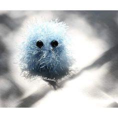 littlecat_sushi:: day 148 amigurumi.  五月二十七日編織娃娃其實就是一顆球狀物體 #handmade#手作り#diy#diyproject #simple#easydiy#crochet#scarf #365challenge#everydaydiy #每日手作#littlecatsushi#day148 #手作#毛線#鉤針#doll#amigurumi #accessory#アクセサリー#mini #crochetlove#ハンドメード #handcrafted#blue#手編み #謎樣