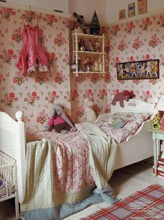 I love a lot of things. My baby needs a bed with her name on! And I love the girlie print above the bed and the spindle shelf (NOT above the bed! yikes!)