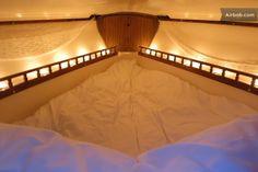 Cozy V-berth idea! More
