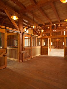 What a gorgeous stable! I wouldn't even want to bring my horse in it, it looks so clean!! Barn Stalls, Horse Stalls, Horse Barns, Dream Barn, Dream Stables, Rancho, Petites Écuries, Barn Plans, Farm Barn