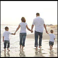 Family Beach Picture. Totally doing this picture this summer.