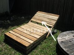 Pallet Outdoor Furniture Pallet Garden Loungers: 5 Steps (with Pictures) - Make your own garden lounge chairs from free pallets. Simple design, functional and recycling all in one! More info and other projects can be found on shoestring. Garden Loungers, Garden Lounge Chairs, Lawn Chairs, Outdoor Furniture Plans, Garden Furniture, Diy Furniture, Upcycled Furniture, Furniture Design, Pallet Crafts