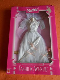 Barbie - Barbie Fashion Avenue Bridal Dress, 1996 (one of my fav sets I own because of the pretty parasol)