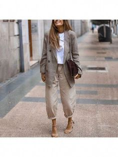 Oversized Neutrals Street Style Business Casual Look for Women – Plaid Blazer, Balloon Pants, and Nude Strappy Sandals Mode Outfits, Fall Outfits, Casual Outfits, Fashion Outfits, Womens Fashion, Fashion Trends, Looks Chic, Looks Style, Casual Street Style