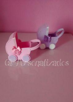Vai fazer o chá de bebê e não sabe o que presentear os convidados? Que tal esses lindos carrinhos de bebê 3D em EVA?!    Faço em outras cores!