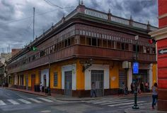 New entry in my blog: covered balconies of Lima