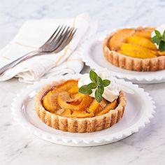 (via Almond Peach Mini Tarts, Gluten Free Gluten Free Cupcakes, Gluten Free Pie, Gluten Free Muffins, Gluten Free Sweets, Gluten Free Baking, Healthy Baking, Healthy Desserts, Gluten Free Recipes, Delicious Desserts