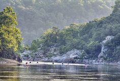 Paddlers on the Potomac River off Billy Goat Trail
