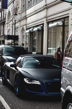 Are you peaking on me, Black Beauty of Audi R8?
