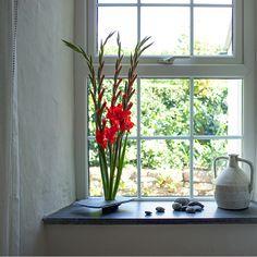 Die Fensterbänke bieten einen idealen Stellplatz für Pflanzen bzw. Blumentöpfe und weitere Dekorationsartikel und erfüllen somit auch ästhetische Wünsche.   http://www.schiefer-deutschland.com/schiefer-fensterbaenke-anpassungsfaehige-schiefer-fensterbaenke