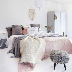Ženski svet boja 😘😘😘 #colors #love #passion #pastel #bedroom #spavacasoba #enterijer #moj_stan_magazin #instalike #instahome #@decor