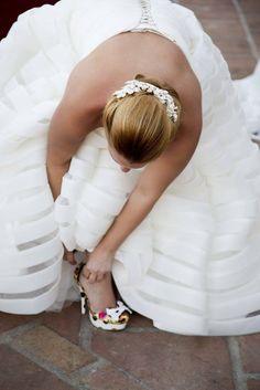 La modelo luce uno de los tocados de Logana. Fotografía   www.pepeluquefotografo.com  noviasmalaga  novias  wedding  bride  boda   weddingplanner ... bba741b8b99