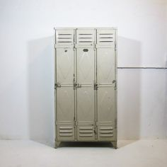 3 deurs locker genageld