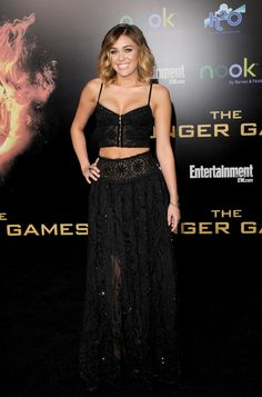 From prom dresses to crop tops, Miley Cyrus has seriously changed her style since dating Liam Hemsworth. The Hunger Games, Liam Hemsworth And Miley, Miley Cyrus Style, Vogue, My Hairstyle, Dress Picture, Emilio Pucci, Nice Dresses, Beautiful People