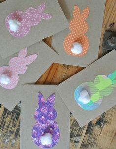 cartes mignonnes en carton, composée de lapins de ruban adhésif décoratif, une belle idee de carte de Paques à offrir
