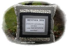 Lustiges Rentner Retro Kissen mit Spruch Text von Antjes Design auf DaWanda.com Retro, Throw Pillows, Frame, Diy, Inspiration, Home Decor, Interior, Design, Do Crafts