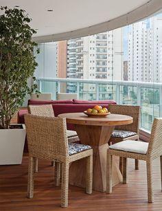 Na varanda deste apartamento, em São Paulo, o projeto é de Luciana Penna e Olivia.