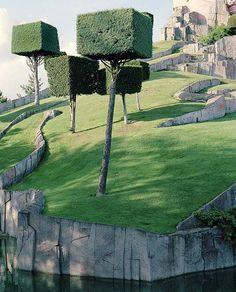 Green sculpture garden design