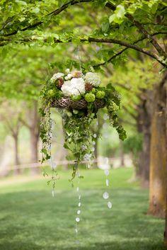 lampadario di fiori, ortensie ed edera. #anaphaliscreazioni #flowerdesign #lampadariofloreale