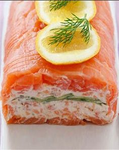 Smoked Salmon Roulade Seafood Ingredients: Long sliced smoked salmon Hot smoked salmon (broken into flakes) Greek yoghurt Cream cheese Fresh chives, chopped 1 cucumber (thinly sliced) Salmon Recipes, Fish Recipes, Seafood Recipes, Appetizer Recipes, Appetizers, Cooking Recipes, Uk Recipes, Smoked Salmon Terrine, Salmon Roulade
