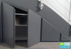 Je vous propose de réaliser un placard sous escalier sur mesure. A faire soi-même facilement et à moindre coût grâce à ce tutoriel !!!