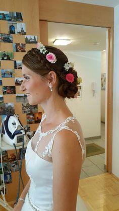 Brautfrisur, Blumen im Haar, Hochzeit, Wedding Klagenfurt, Lace Wedding, Wedding Dresses, Fashion, Flowers In Hair, Wedding Dress Lace, Hair Makeup, Nice Asses, Bride Dresses