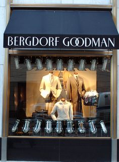 New York's Top 10 : Fifth Avenue - Bergdorf Goodman    Founded in 1894 as a small ladies' tailoring and fur shop, the most élite department store has been here since 1928. A separate shop for men was opened in 1990 across Fifth Avenue.