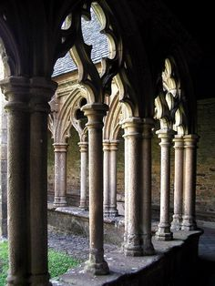 Tréguier, Bretagne, France, Cathedral St. Tudwal, cloister court with columns