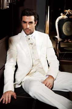 FREE shipping 2013 mens wedding suits Groom wear complete designer tuxedos Bridegroom groomsmen suits for men custom-made on on Suzhou Itailor wedding Ltd 15% off $135.15