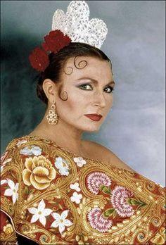 , Spanish singer, a prodigious throat. Spanish Eyes, Flamenco Costume, Vintage Music, Cultura Pop, Pop Rocks, Spanish Style, Kitsch, Art Forms, Portugal