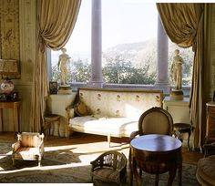 Villa Ephrussi de Rothschild bedroom with dog chairs