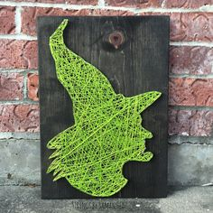 Halloween is coming and now it's the perfect time to start to make Halloween themed crafts and projects. Previously, we have posted Three Halloween animals: bat, spider and cat String Art and… Fall Crafts, Halloween Crafts, Holiday Crafts, Arts And Crafts, Halloween Bedroom, Halloween Decorations, Nail String Art, String Crafts, Ribbon Crafts